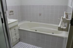 A bathroom at Coastal Retreat Unit 5