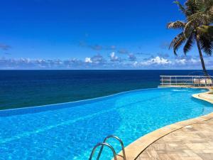 The swimming pool at or near Mercure Salvador Rio Vermelho