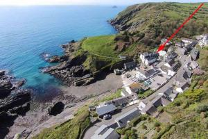 A bird's-eye view of Bay Cottage