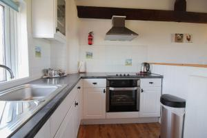 A kitchen or kitchenette at Mucklow at Quinceborough Farm