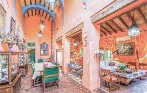A restaurant or other place to eat at Five-Bedroom Holiday Home in Coripe