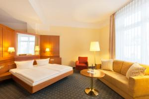 A bed or beds in a room at Parkhotel Prinz Carl