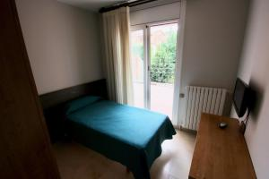 A bed or beds in a room at hostal trevol