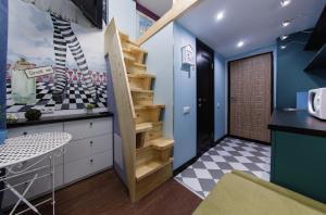 Кухня или мини-кухня в Волшебные апартаменты Чеширский Кот