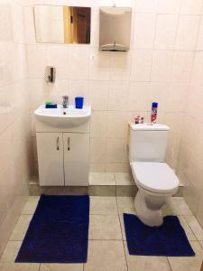 "A bathroom at Гостиница ""Адонис"""