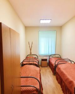 """A bed or beds in a room at Гостиница """"Адонис"""""""