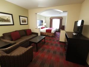A seating area at Best Western Plus Red Deer Inn & Suite