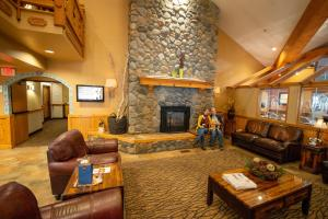 A seating area at Icicle Village Resort