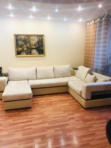Гостиная зона в Apartment On Galiaskara Kamala 53