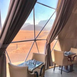 A restaurant or other place to eat at Wadi Rum Bubble Luxotel