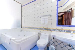 A bathroom at Pousada de Coloane Boutique Hotel