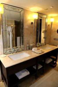 A bathroom at The Leela Palace Udaipur