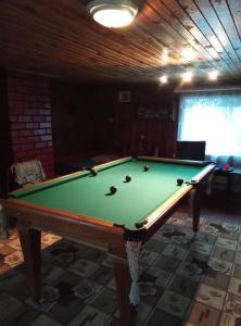 A pool table at База отдыха Рысь