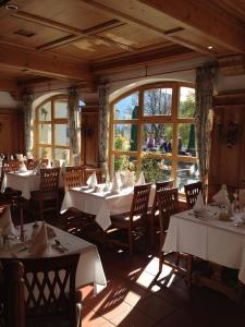 A restaurant or other place to eat at Hotel Blaue Gams ***S