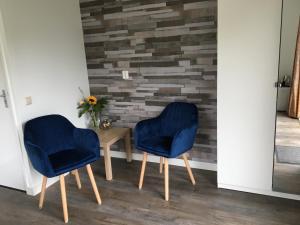 A seating area at B&B Onder de Molen