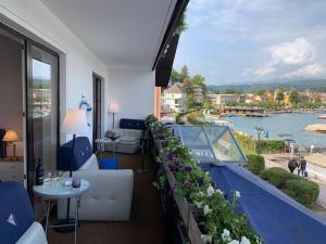 A balcony or terrace at Veldener Traumschiff - ehem. Sporthotel Berger