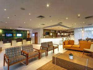 The lobby or reception area at Mercure Salvador Rio Vermelho