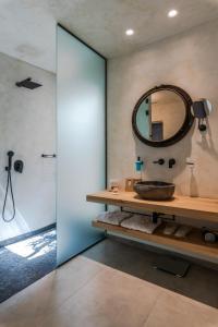 A bathroom at Panormos Village