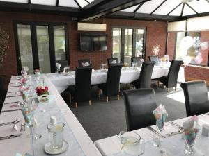 A restaurant or other place to eat at Calderfields Golf & Country Club