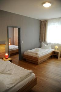 A bed or beds in a room at Hotel Weimarer Berg