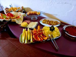 Opções de café da manhã disponíveis para hóspedes em Pousada Casa da Chica
