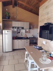 A cozinha ou cozinha compacta de Recanto do Sol Pousada