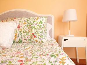 Uma cama ou camas num quarto em Sunlight House