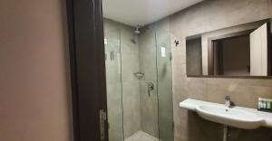 A bathroom at Grand Hotel Central Conakry