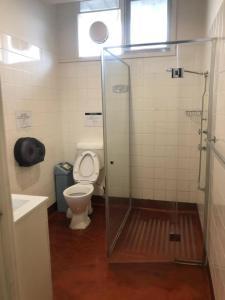 A bathroom at Sav