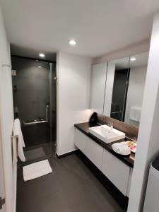 A bathroom at Bodaiju Residences