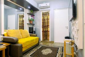 A seating area at Modern Furnished 3BR at Springlake Summarecon Bekasi Apartment By Travelio