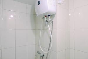 A bathroom at Modern Furnished Studio at Springlake Summarecon Bekasi Apartment By Travelio