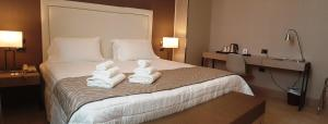 A bed or beds in a room at Hotel Genova