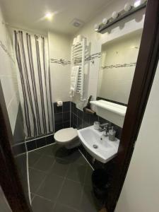 A bathroom at Central Studios
