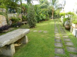 Um jardim em Casa Santa Teresa B&B