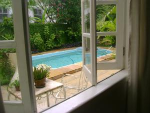Uma vista da piscina em Casa Santa Teresa B&B ou nos arredores