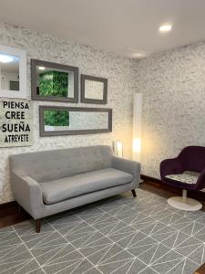 A seating area at Hostal San Fernando