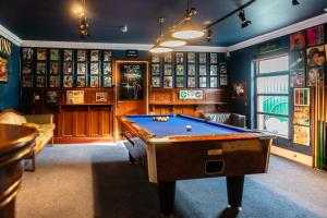 A pool table at Gleesons Townhouse Booterstown