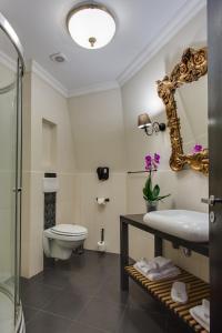 A bathroom at Le Boutique Hotel Moxa