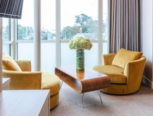 A seating area at Gleesons Townhouse Booterstown