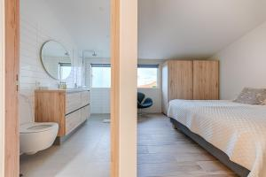 A bathroom at Kerbyggd: Luxury house and cottage in golden circle
