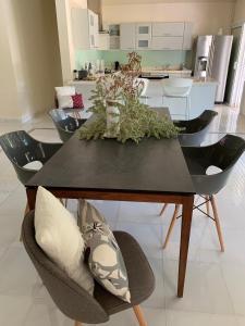 A cozinha ou cozinha compacta de Villa Royal Palms Moorea and studio