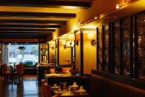 A restaurant or other place to eat at Hotel Julien Dubuque