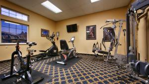 The fitness center and/or fitness facilities at Icicle Village Resort