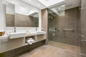 A bathroom at Georges Boutique Hotel and Culinary Retreat