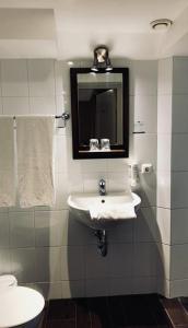 A bathroom at Fletcher Hotel Gilde