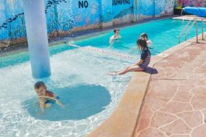 Children staying at BIG4 Toowoomba Garden City Holiday Park