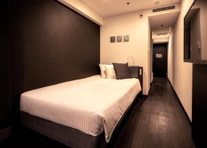Agora Place Osaka Namba房間的床