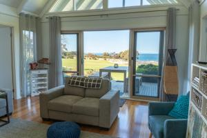 A seating area at Bear Gully Coastal Cottages