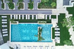 A view of the pool at Grand Hyatt Athens or nearby